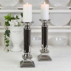 Två fantastiskt fina ljusstakar som passar både till blockljus och vanliga kronljus. Ljusstakarna är gjorda i keramik och har en något antikpatinerad glansig silvrig yta. Candle Holders, Candles, Porta Velas, Candy, Candle Sticks, Candle Stand, Candle