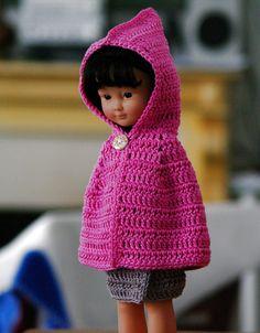cape et jupe au crochet pour poupée 33 cm type chéries de corolle