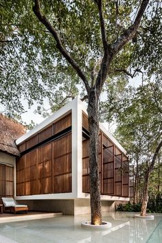 Completed in 2018 in Tulum, Mexico. Images by César Béjar. Situated in Tulum, this small boutique hotel rises between the trees, in which the main concept consisted of preserving of the existing. Architecture Design, Tropical Architecture, Modern Exterior, Exterior Design, Interior And Exterior, Indoor Outdoor Bathroom, Bali, Tulum Hotels, Sustainable Architecture