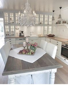 """Throwback at my old kitchen  I sometimes do miss IT and the Rural style, my wish is to One day live at a """"farm house""""  ITS Good to have dreams  You can se moore pictures from this kitchen in this TAG #villatverrteigenkjøkken #interiors #interiorstyle #interiordesign #kitchen #kitchendesign #inspire_me_home_decor #kjøkken#drømmekjøkken #charminghomes #finehjem #interior9508 #ourluxuryhome #hem_inspiration"""