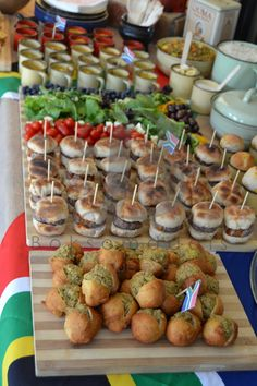 Proudly South African Kuier 20171203 (With images) South African Dishes, South African Recipes, South African Decor, South African Weddings, Braai Recipes, Cooking Recipes, Appetizer Buffet, Appetizer Recipes, Coffee Break