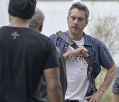 Sem saber que está sendo vigiado, Romero dá todos os indícios de que conhece Tio e os membros da facção - Foto: TV Globo