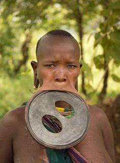 Streching les lèvres très étirées de Athy Eligidagne les levres etonnantes de Athy Eligidagne Ethiopie streching 2