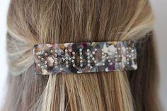 Hårspenne -StrikkerNB! Dette er en forhåndsbestilling, produktet ventes i nettbutikk i begynnelsen av august.Superpopulær og trendy hårspenne med tekst. Denne spennen har teksten: Strikker i swarowski krystaller.Spennene sitter godt i håret selv på de med glatt hår. Sitter godt i tynt og tykt hår.Den er 11 cm x 3 cm.Supre gaver til den strikkeglade, eller til deg selv. Band, Accessories, Fashion, Moda, Sash, Fashion Styles, Fashion Illustrations, Bands, Jewelry Accessories