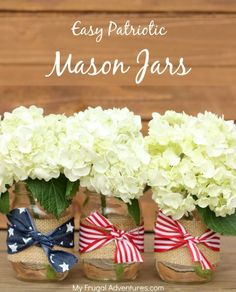 Easy Patriotic Mason Jars: This flower arrangement is the perfect decoration for your of July party. Click through to find more pretty mason jar flower arrangements to try this summer. Patriotic Crafts, Patriotic Party, July Crafts, Patriotic Wreath, Mason Jar Flower Arrangements, Mason Jar Flowers, Floral Centerpieces, Centerpiece Decorations, Floral Arrangements