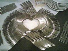 Decoración con tenedores y cuchillos, corazón para agasajar!