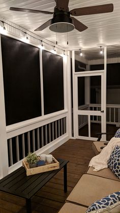 Mike Poorman of Woodshop Mike completely transformed his outdated back porch into an outdoor oasis for both family and friends to enjoy. Screened In Porch Diy, Screened Porch Designs, Home Porch, Diy Screen Porch, Screened Porch Decorating, Diy Porch, Deck Decorating, Villa Del Carbon, Pergola