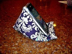 Pod Pillow Tutorial (for phone, iPad, Kindle, Nook - whatever)! Pattern put together by Kim of A Sewing Bloggery.