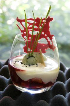 Fruits rouges, mascarpone, pomme verte basilic, Recette élaborée par le Chef William Elliott (Le Pavillon *)