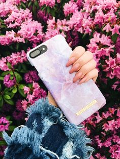 Pilion Pink Marble by lovely @ ninaagunnarsson - Fashion case iDeal of Sweden #pinkmarble #marble #pinkmarble #idealofsweden #flowers #details #summer #closeup #nails