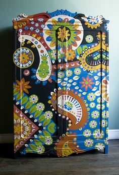 great design. painted furniture.