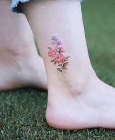 40 Floral Ankle Tattoo Design – Page 31 – Top nail - Tattoos - Minimalist Tattoo Small Flower Tattoos, Cute Small Tattoos, Pretty Tattoos, Unique Tattoos, Beautiful Tattoos, Watercolor Flower Tattoos, Mini Tattoos, Rose Tattoos, Body Art Tattoos