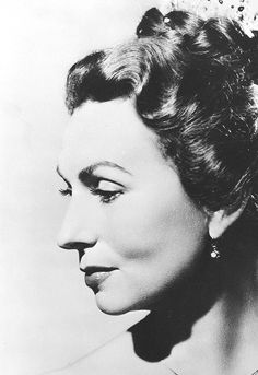 Agnes Moorehead - Endora from Bewitched Old Hollywood Movies, Old Hollywood Stars, Classic Hollywood, Agnes Moorehead, Bewitched Cast, Show Boat, Star Wars, Vincent Price, Hero Movie