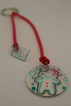 Cute gingerbread cookie inspired keyring. $8 from every sale will be donated to @limbs4life http://ow.ly/Q3PGI #amputeeart #handmade #shrinkiedinks #10thampuversary #fundraising #celebratinglife