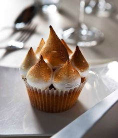 Australian Gourmet Traveller recipe for lemon meringue cupcakes by Rockpool Bar & Grill. Lemon Recipes, Gourmet Recipes, Meringue, Köstliche Desserts, Delicious Desserts, Fudge, Grill Bar, Recipe Search, Vegan Dishes