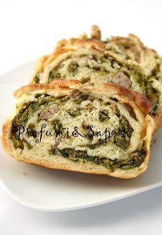 Rotolo di pizza farcito con salsiccia, broccoletti e provola piccante
