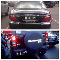 Sebuah foto menjadi viral di media sosial terkait dua mobil berbeda dengan pelat nomor yang sama, yakni B 8 FPI. Foto tersebut ramai diperbincangkan netizen.