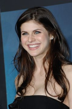 alexandra daddario Hello world see the mature most lovely and beautiful allexandra daddirio. Her smiling face no body can ignore at least I can't Beautiful Celebrities, Beautiful Actresses, Beautiful Eyes, Beautiful Women, Alexandra Daddario Images, Malibu, Hollywood Celebrities, Sensual, American Actress