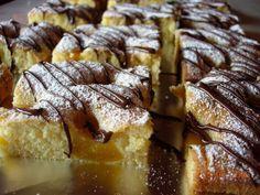 Prajitura cu miere si piersici este delicioasa, pufoasa si usor de pregatit. Este o reteta de prajitura ce poate fi pregatita si cu alt fel de fructe