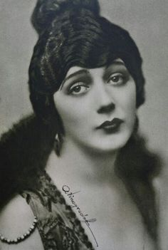 """The Tragic Story of Barbara La Marr, the Woman Who Was """"Too Beautiful for Hollywood"""" Silent Screen Stars, Silent Film Stars, Movie Stars, Vintage Hollywood, Hollywood Glamour, Classic Hollywood, Hollywood Divas, Hollywood Forever Cemetery, Film D'action"""