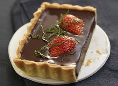 chocolate pie with strawberries Strawberry Tart, Chocolate Pies, Sweet Recipes, Waffles, Pudding, Sweets, Sugar, Breakfast, Desserts