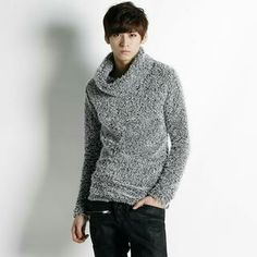 Wooled turtle neck sweater