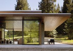 Tucked away in the redwoods of Northern California is the Marra Road weekend house from Dowling Studios. Sustainable Architecture, Residential Architecture, Contemporary Architecture, Architecture Design, Pavilion Architecture, Japanese Architecture, Design Exterior, Roof Design, Weekend House