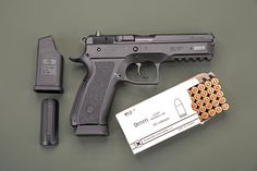 With over a million units having been produced, the Ceská Zbrojovka CZ-75 in 9mm Luger has long been one of the true classics among pistols. Here we present the test results of the CZ-75 SP-01 Phantom in 9 mm Luger– a modernised version with polymer frame