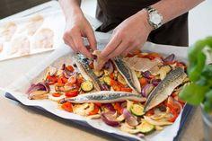 Das Rezept für Makrele mit Gemüse vom Blech mit allen nötigen Zutaten und der einfachsten Zubereitung - gesund kochen mit FIT FOR FUN