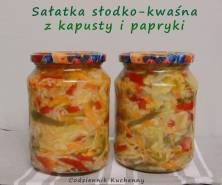 Sałatka słodko-kwaśna z kapusty i papryki Pickles, Mason Jars, Good Food, Food And Drink, Treats, Baking, Healthy, Recipes, Kitchen