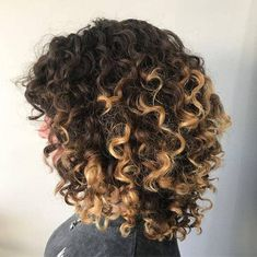 50 Short Curly Hair Ideas to Step Up Your Style Game in 2020 Cute Short Curly Hairstyles, Curly Hair With Bangs, Haircuts For Curly Hair, Curly Hair Cuts, Curly Hair Styles, Cool Hairstyles, Natural Hair Styles, Wavy Hair, Wedding Hairstyles