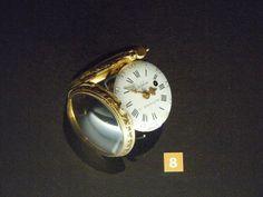 Delphine Besançon ... Engraved gold box & hands