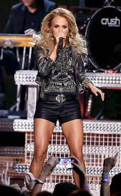 """( 2016 ) ☞ BEAUTIFUL CELEBRITY ★ CARRIE UNDERWOOD WEARING SHORTS """" ♪♫♪♪ Country / country pop """" ) ★ ♪♫♪♪ Carrie Marie Underwood - Thursday, March 10, 1983 - 5' 3'' - Checotah, Oklahoma, USA."""