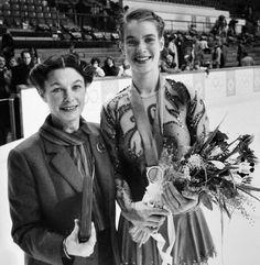 Jutta Müller bei den Olympischen Spielen 1984 in Sarajevo mit Goldmedaillengewinnerin Katarina Witt.