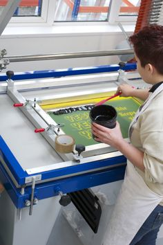 how to screen print #workshop #screenprint #art #class in #newbury #berkshire www.squeegeeandink.con