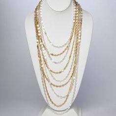 Marlyn Shiff comenzó su carrera en New York, trabajando para diseñadores de alta gama. Posteriormente comenzó a diseñar joyas y eso la llevo a independizarse y crear su propia marca. Hoy vive en Filadelfia donde tiene su taller.