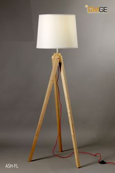 GMGE - ASH-FL - Pie madera de fresno cable rojo pantalla natural. Medidas: Ø450xH1450 1 X E27