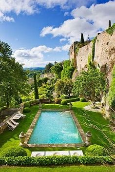 piscine en paradis: swimming pool in paradise Garden Pool, Terrace Garden, Garden Trees, Flowers Garden, Pool Backyard, Garden Plants, Swimming Pool Designs, Swimming Pools, My French Country Home