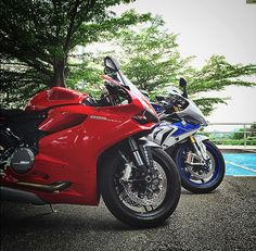 Ducati 899 Panigale vs bmw a 1000 RR HP4