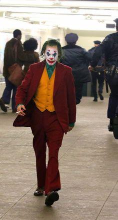 Joker Film, Joker Art, Joaquin Phoenix, Joker Origin, Joker Phoenix, Whatsapp Profile Picture, Send In The Clowns, Joker Wallpapers, Marvel Comic Character
