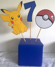 Centro de mesa de Go pokemon por YourPartyShoppe en Etsy Festa Pokemon Go, Pokemon Party, Pokemon Birthday, 6th Birthday Parties, 9th Birthday, Pikachu, Charmander, Game Themes, Party Time