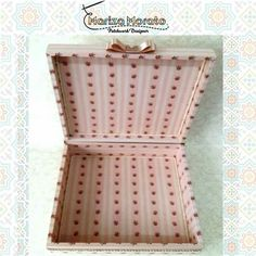 Caixa Querubim Rosa Bebê Presenteie com elegância e bom gosto. Mais detalhes no site: http://marizamorato.com.br/produto/caixa-querubim-rosa-bebe/ Whats App (11) 99655 9145