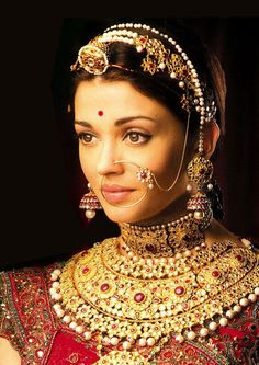 Movie: Jodha Akbar (Aishwarya Rai Bachchan in ancient Rajasthani jewellery)