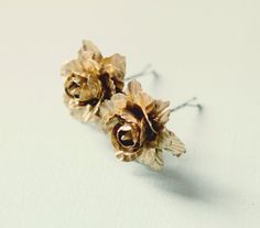 Gold flower clips Golden clips Bridal hair clips por whichgoose