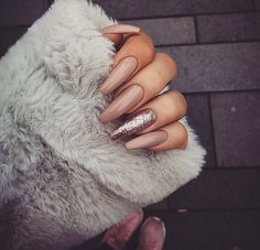 The advantage of the gel is that it allows you to enjoy your French manicure for a long time. There are four different ways to make a French manicure on gel nails. Cute Acrylic Nails, Acrylic Nail Designs, Nail Art Designs, French Nails, Hair And Nails, My Nails, Jamberry Nails, Image Nails, Glamour Nails