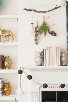Natural elements and shiny finishes in this breezy fall decor