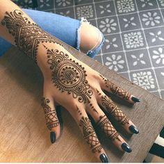 Henna @hennabynatasha. #hennainspire