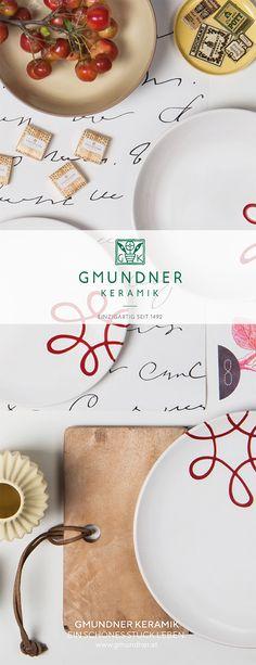 Einfach schön. Pur Geflammt Rot lockert den Esstisch auf #gmundner #keramik #handbemaltes #geschirr #design Plates, Pure Products, Tableware, Hand Painted Dishes, Dinning Table Set, Red, Simple, Eten, Nice Asses
