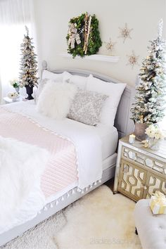 30 Popular White Christmas Bedroom Decoration Ideas - Wake up to a room full of holiday cheer with the perfect Christmas Themed Bedroom. If you are far from being the old Grinch or Scrooge, than this is t. Christmas Style, Pink Christmas, Simple Christmas, Decoration Christmas, Christmas Themes, Bedroom Themes, Bedroom Decor, Bedroom Chair, Bedroom Kids
