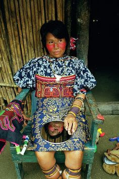 Kuna woman - I am studying their art right now, Its pretty fascinating.in Panama Kuna Yala, Evolution Of Fashion, Beauty Around The World, Global Style, Folk Costume, Costumes, People Around The World, World Cultures, Traditional Dresses